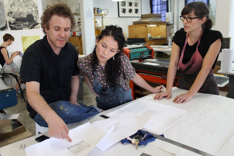 A collaborative process: Nassimbeni discusses the proofs of his mini-prints with Jill and Kim-Lee.